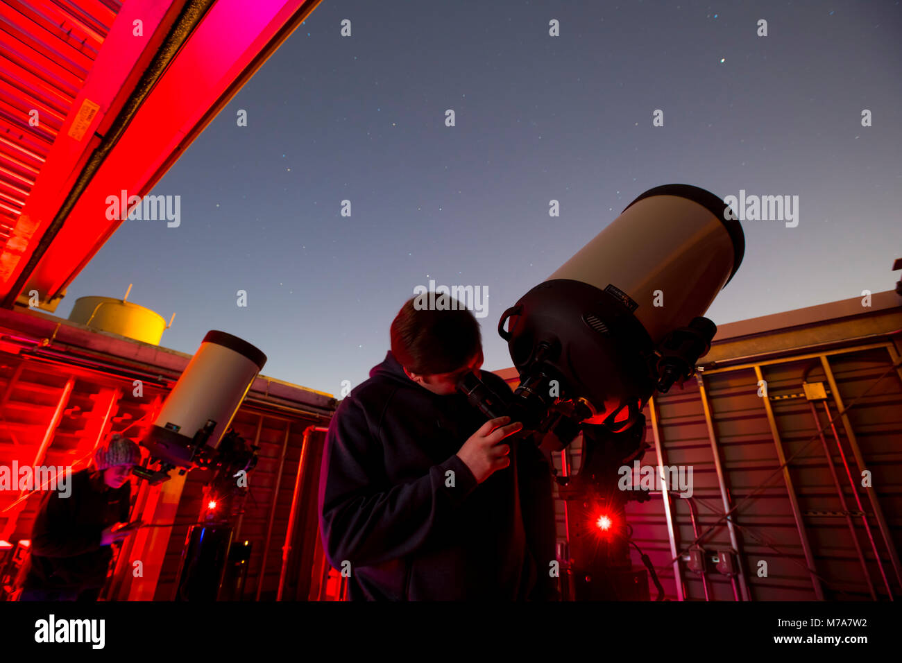 amateur-star-gazing-at-montgomery-college-rockville-maryland-observatory-M7A7W2.jpg