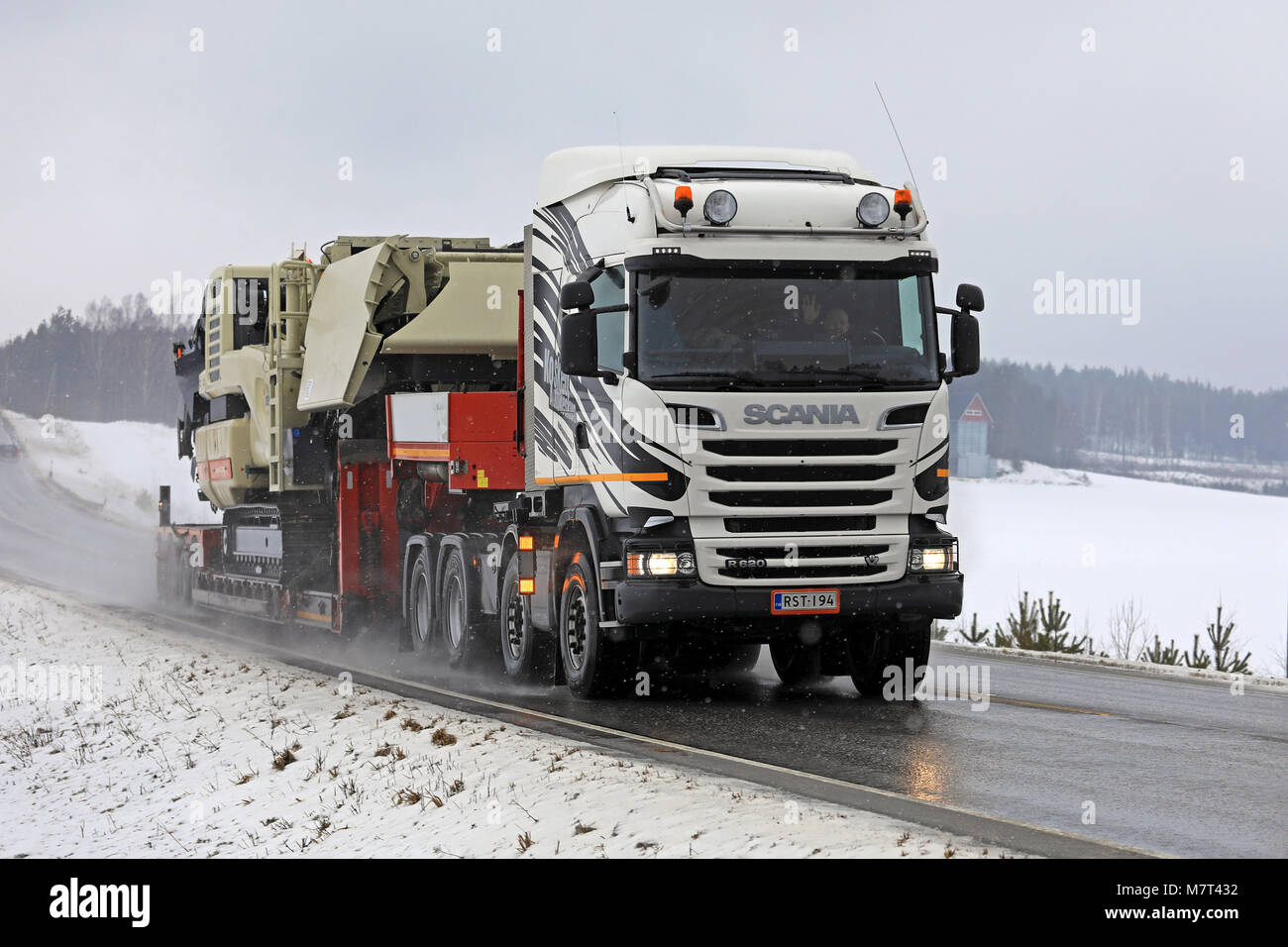 Vehicle Truck Oversize Load In Stock Photos & Vehicle Truck Oversize Load In Stock Images - Alamy
