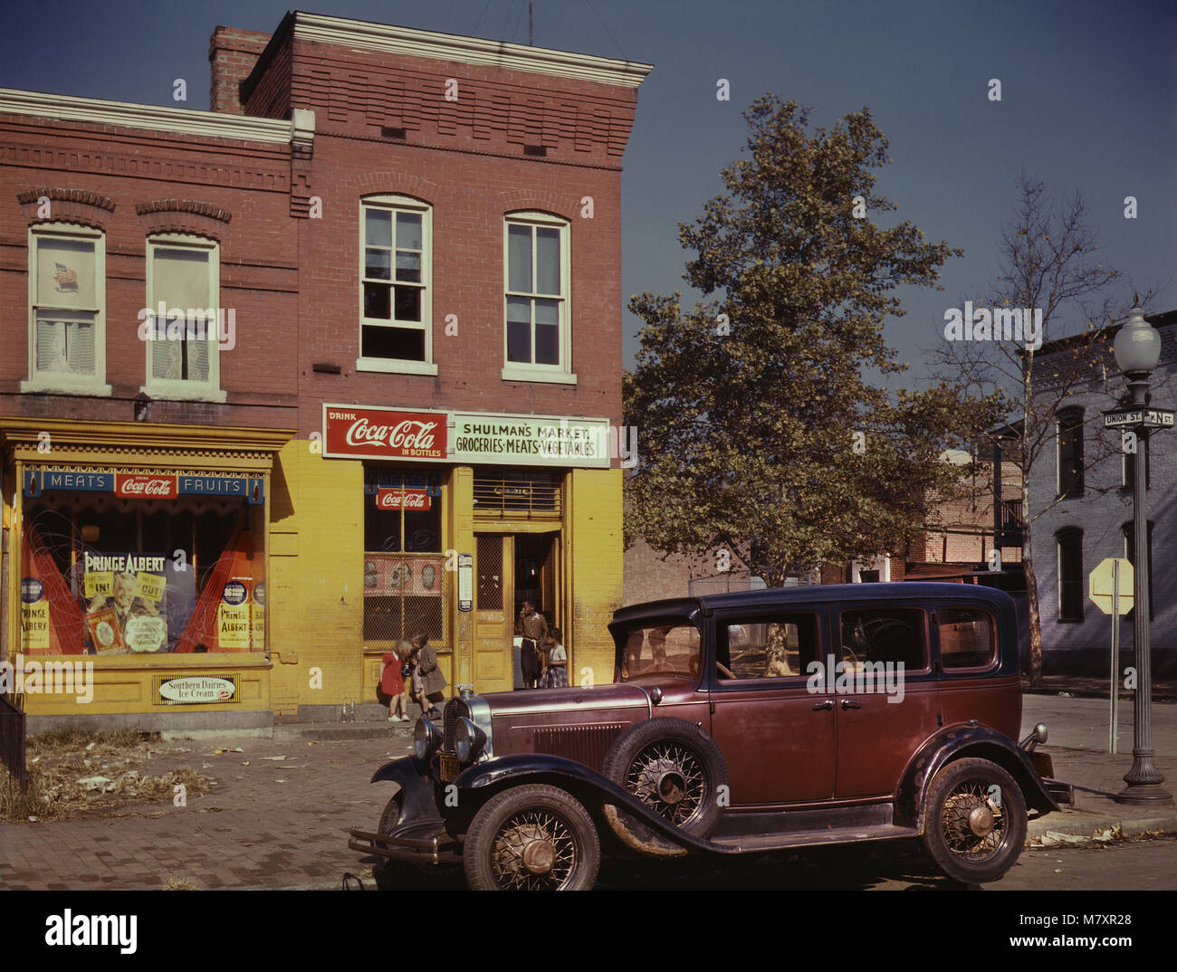 Shulman's Market, Southeast Corner of N Street and Union Street SW, Washington DC, USA, early 1940's, Louise - Stock Image