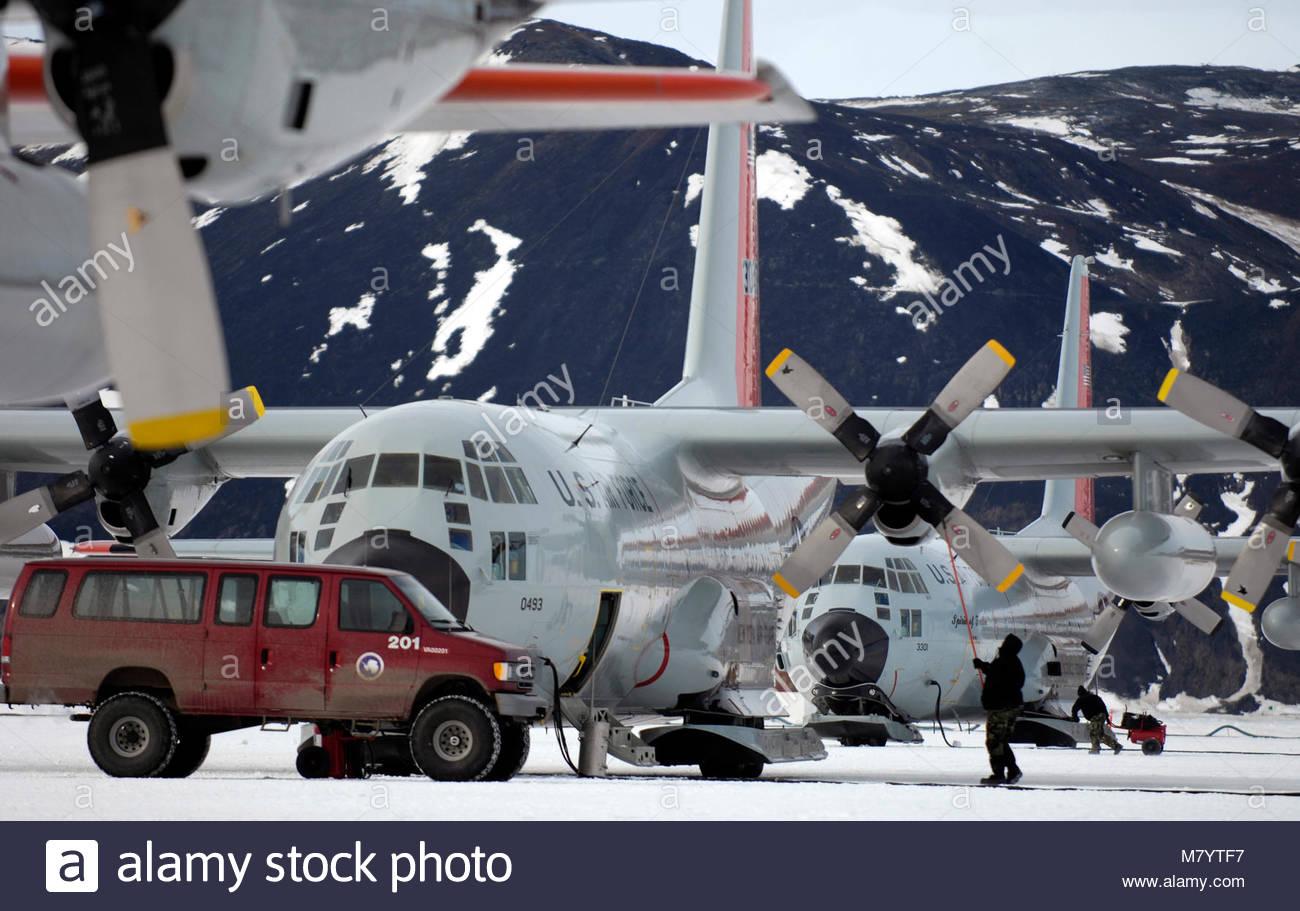 . Maintenance crews work on LC-130 Hercules on the annual sea ice runway Nov. 26 near McMurdo Station, Antarctica, - Stock Image