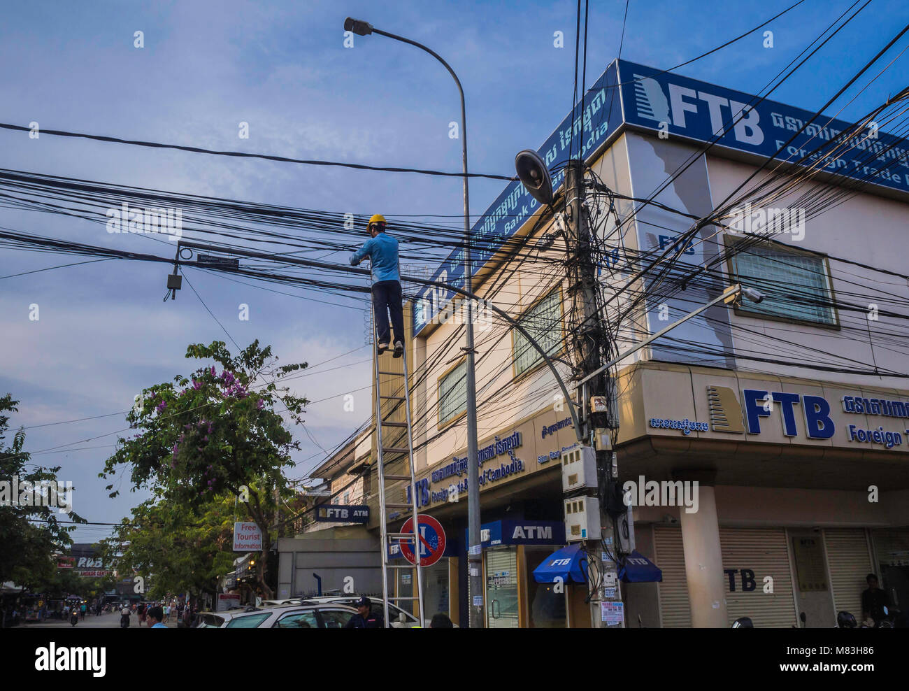 Power Lineman Electrician Stock Photos & Power Lineman Electrician ...