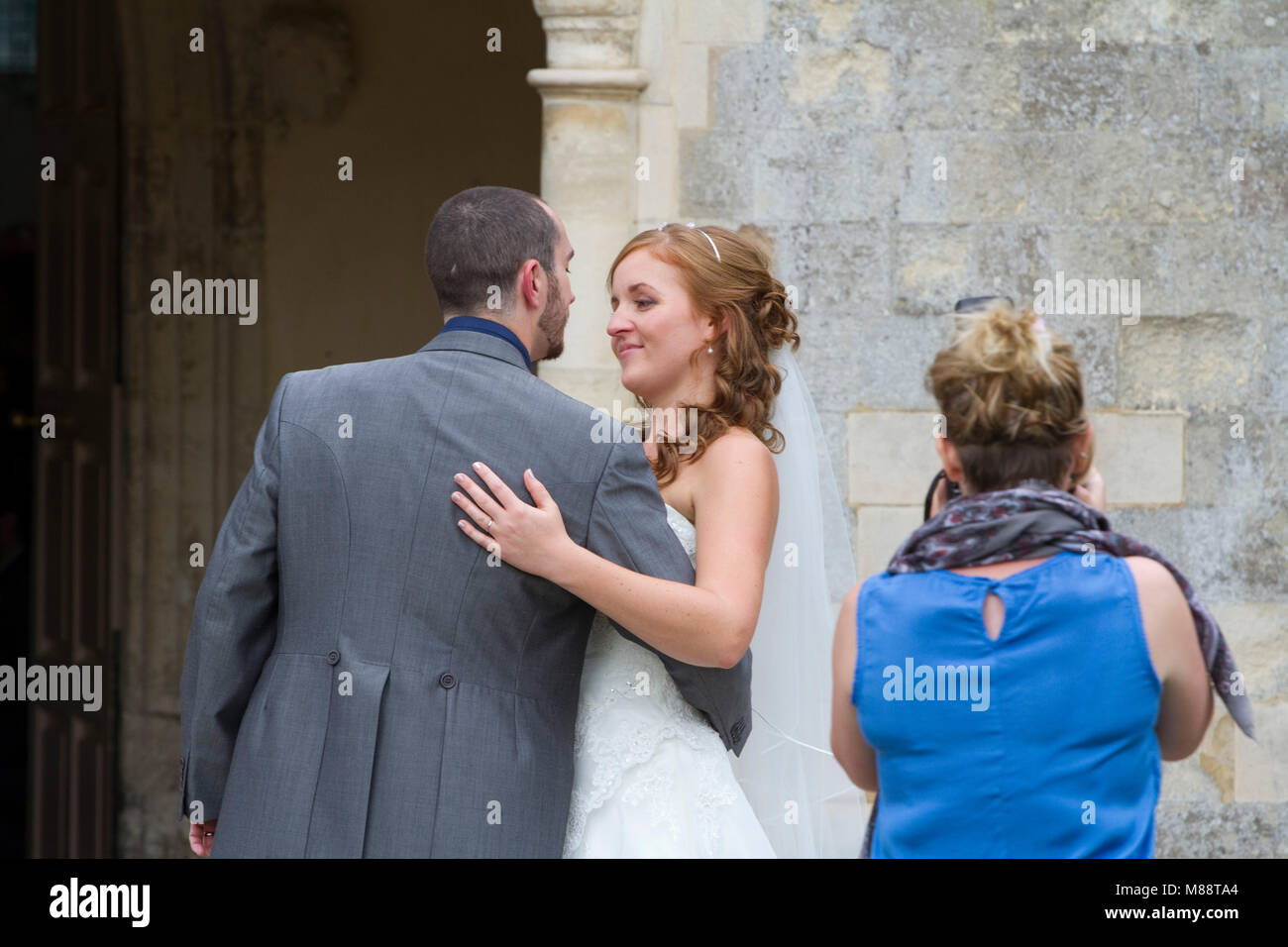 Newly married couple about to kiss - Stock Image