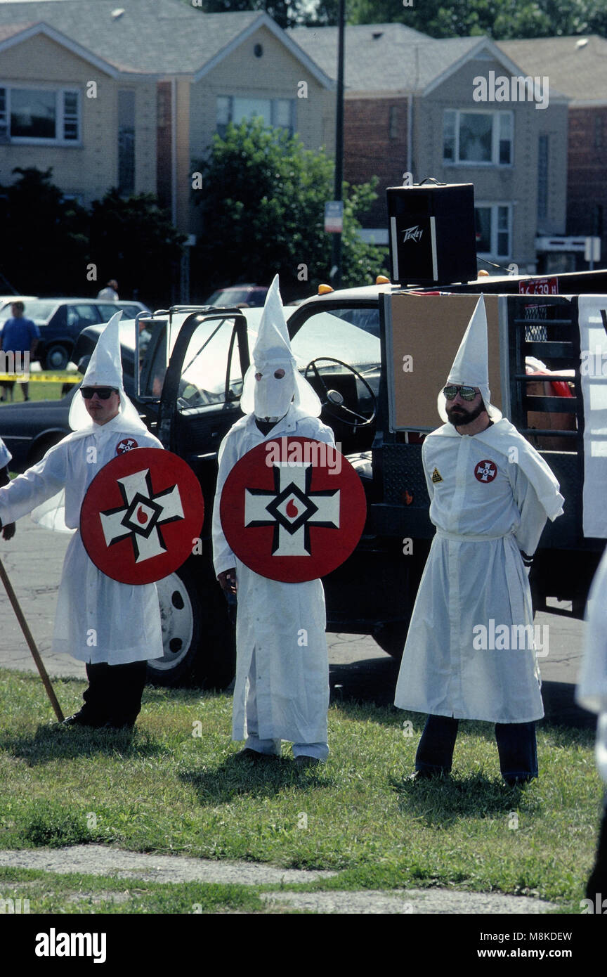 the history of the infamous kkk right wing extremist group And while those right-wing militia members were occupying federal land, other extremists around the country were hard at work fliers seeking recruits for the kkk appeared on lawns and doors in alabama, california, georgia, new jersey and oklahoma.