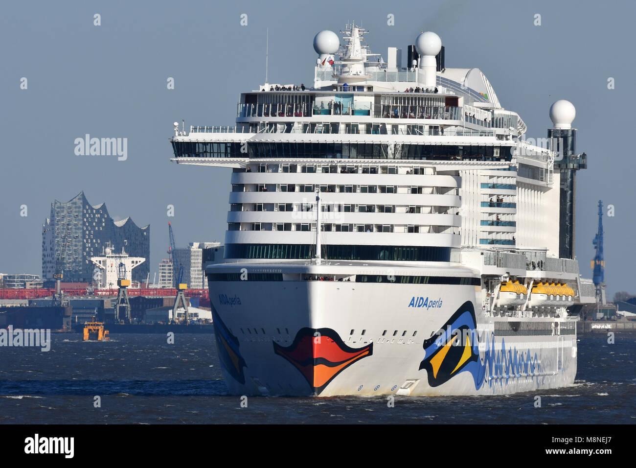 AIDAperla leaving Hamburg - Stock Image