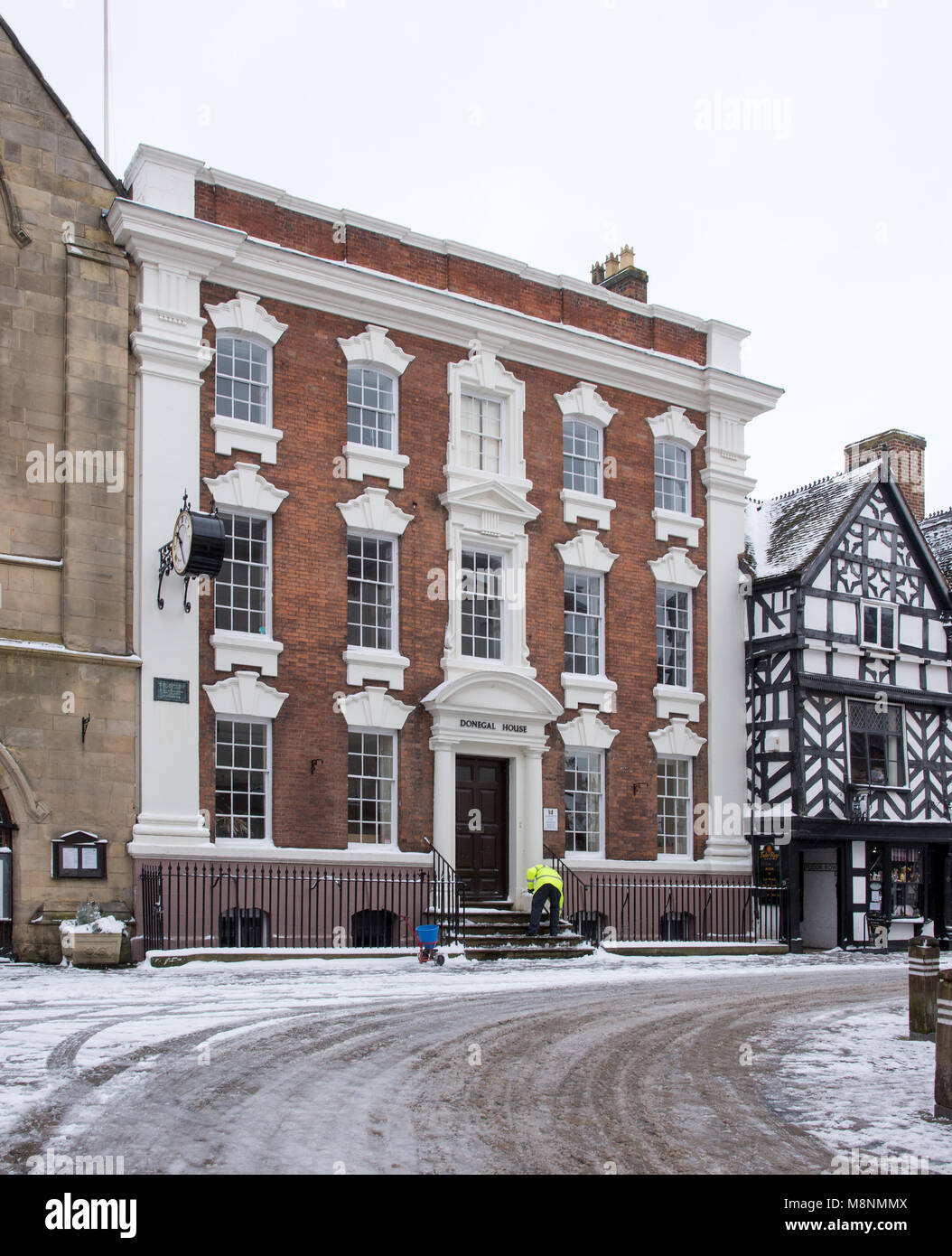 Lichfield City Council Building Donegal House Staffordshire, England.  18th March 2018 Man in yellow jacket cleaning - Stock Image