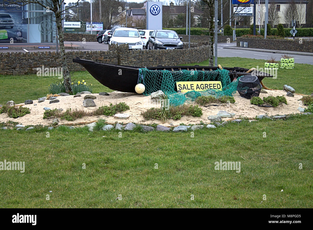 boat-sale-agreed-as-a-roadside-decoration-of-a-roundabout-in-skibbereen-M8PGD5.jpg
