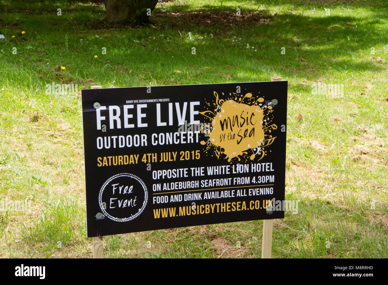 Board advertising free live outdoor concert - Stock Image