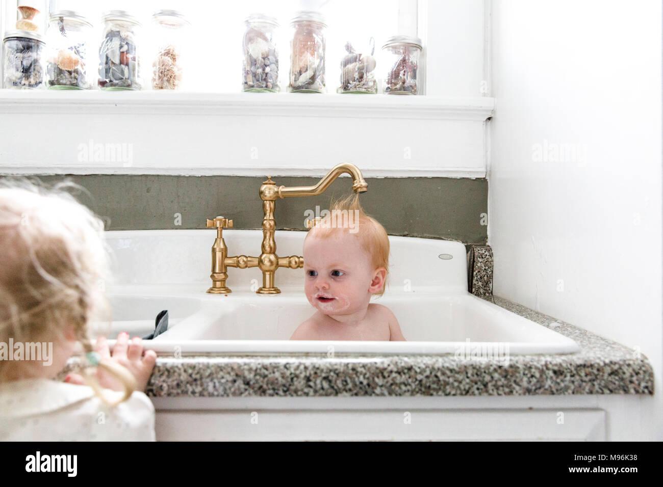 Baby having bath in sink Stock Photo: 177782284 - Alamy