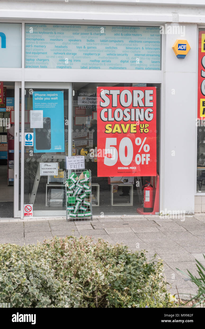 Maplin store in Plymouth, Devon, after it was announced the retailer was shutting all its stores. Metaphor for struggling high street retailers. - Stock Image