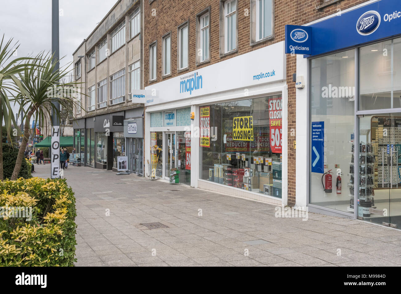 Maplin store in Plymouth after announcing it was shutting all its stores. Metaphor for struggling high street retailers, and company administrations. - Stock Image