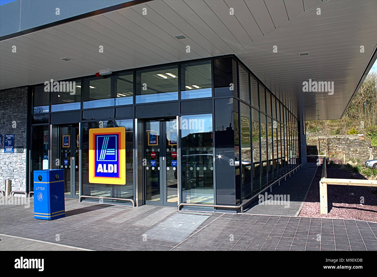 aldi-supermarket-in-skibbereen-ireland-M9EKDB.jpg