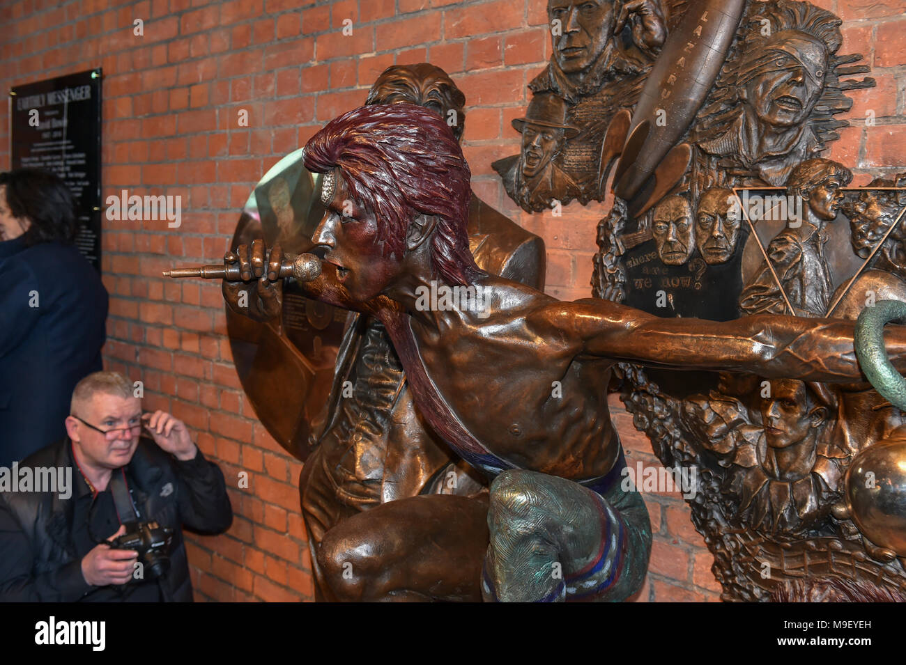 Aylesbury, United Kingdom. 25 March 2018. A David Bowie statue has been unveiled in Aylesbury. The statue was conceived by David Stopps who raised the £100,000 to complete the project. The sculptor, Andrew Sinclair, was also at the unveiling.    Credit: Peter Manning/Alamy Live News - Stock Image