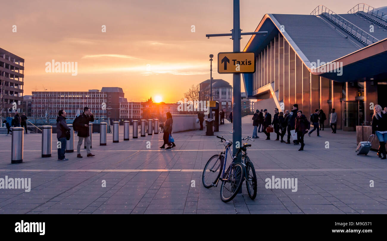 reading-uk-25th-march-2018-uk-weather-a-beautiful-orange-sunset-as-the-sun-sets-in-reading-on-the-first-evening-following-the-clocks-moving-forward-to-signify-the-start-of-british-summer-time-a-line-of-bollards-protects-people-outside-reading-railway-station-which-is-the-building-on-the-right-credit-matthew-ashmorealamy-live-news-M9G571.jpg