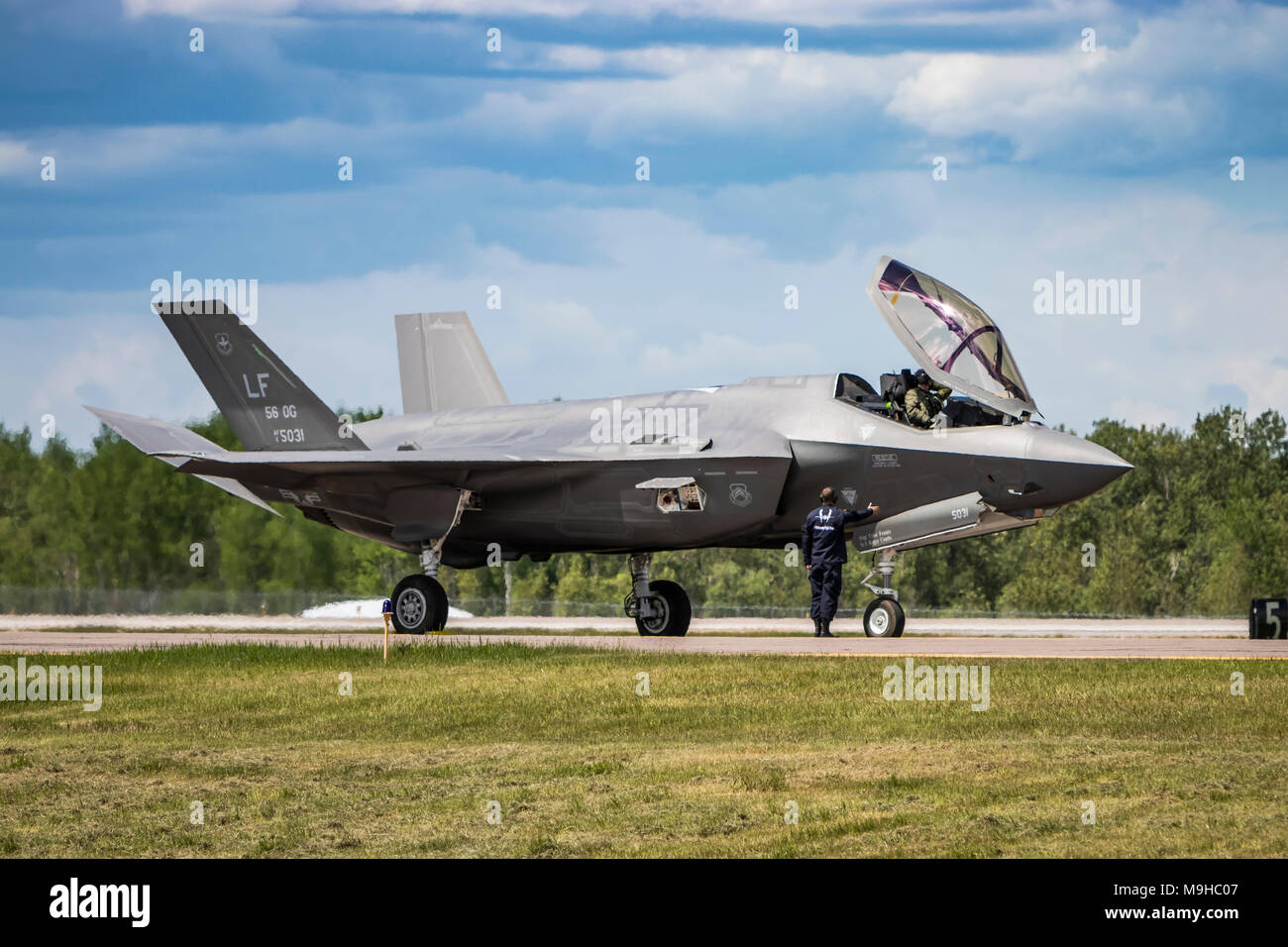 An F-35A fighter jet being prepared for takeoff at the 2017 Airshow in Duluth, Minnesota, USA. - Stock Image