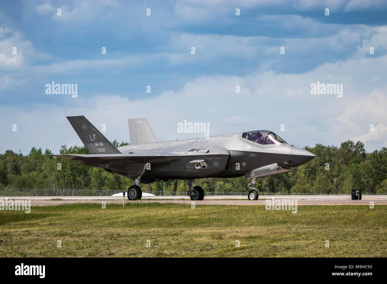 A Lock Martin F-35A fighter jet being prepared for takeoff at the 2017 Airshow at Duluth, Minnesota, USA. - Stock Image