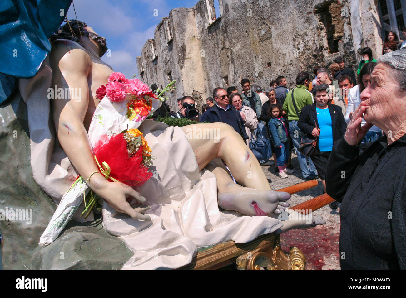 Nocera Terinese (Italy) - A godly woman during the Processione dell'Addolorata in the Easter Holy Saturday - Stock Image