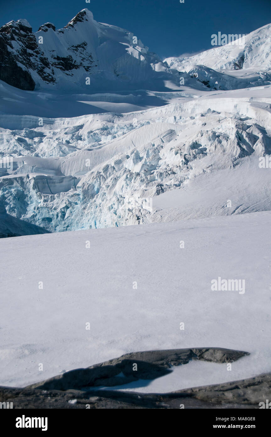 Snow covered mountains at Paradise Bay, Antarctica - Stock Image