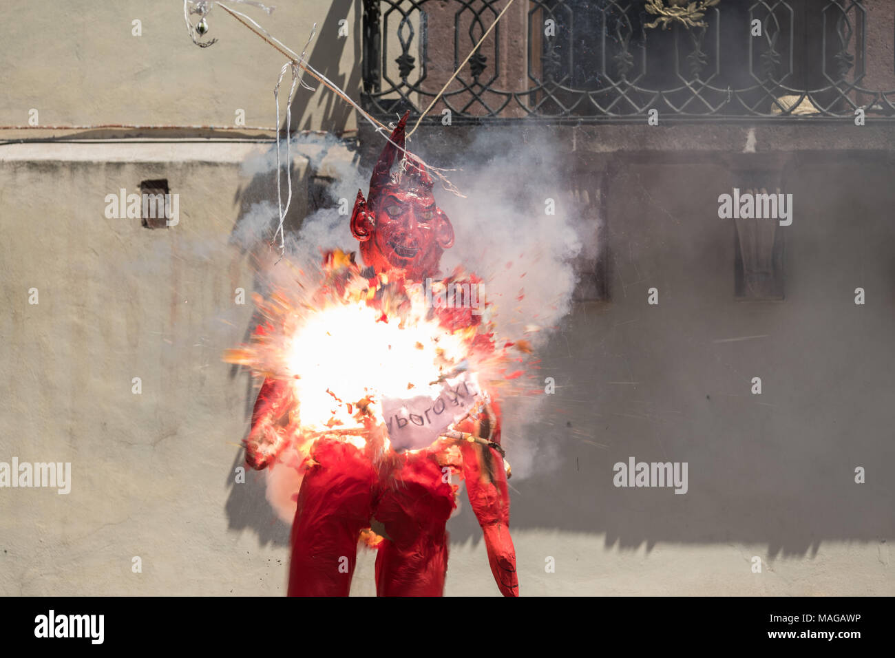 A paper doll effigy of the devil explodes during the Burning of Judas Easter-time ritual marking the end of Holy Week in the Plaza Allende April 1, 2018 in San Miguel de Allende, Mexico. - Stock Image