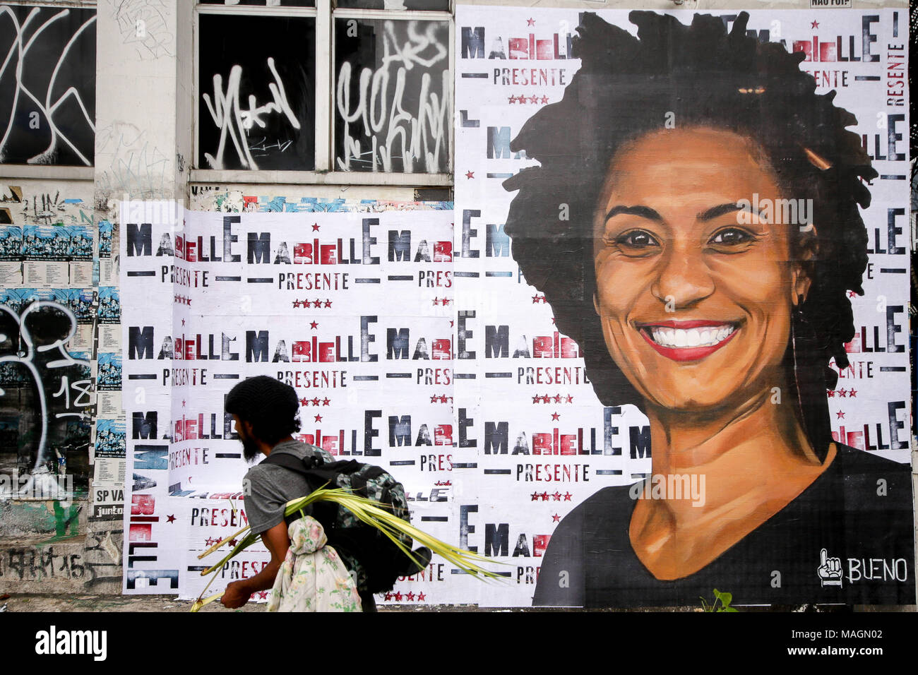 Sao Paulo, Brazil. 2nd Apr, 2018. A giant banner with the printed face of the dead councilwoman in Rio de Janeiro, Marielle Franco, on Monday, 2, acts asking for a solution to the case and in honor of Marielle and driver Anderson Gomes are being called for the whole country. Credit: Dario Oliveira/ZUMA Wire/Alamy Live News - Stock Image