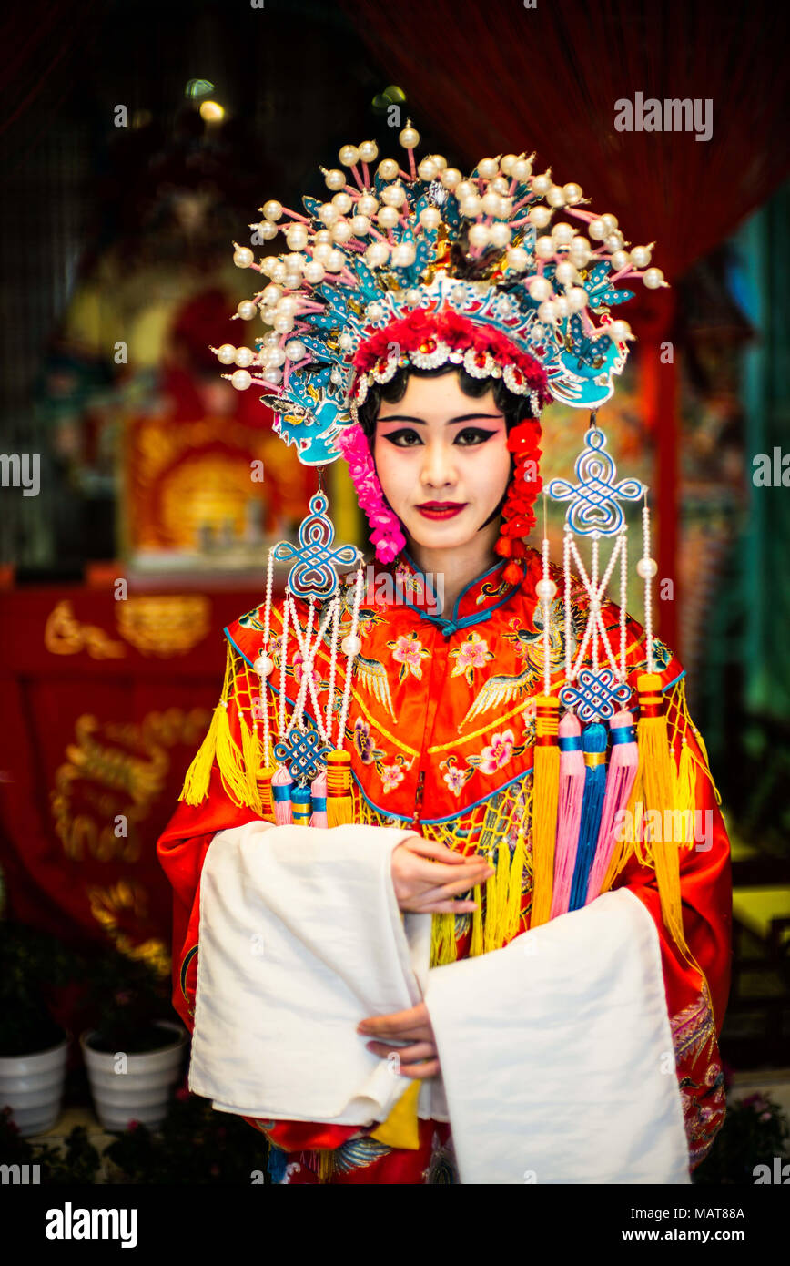 Chengdu, Chengdu, China. 4th Apr, 2018. Chengdu, CHINA-4th April 2018: Sichuanese opera is a type of Chinese opera originating in southwest China's Sichuan around 1700. Today's Sichuan Opera is a relatively recent synthesis of 5 historic melodic styles. Regionally Chengdu remains to be the main home of Sichuanese opera, while other influential locales include Chongqing, Guizhou, Yunnan, Hubei and Taiwan. Credit: SIPA Asia/ZUMA Wire/Alamy Live News - Stock Image