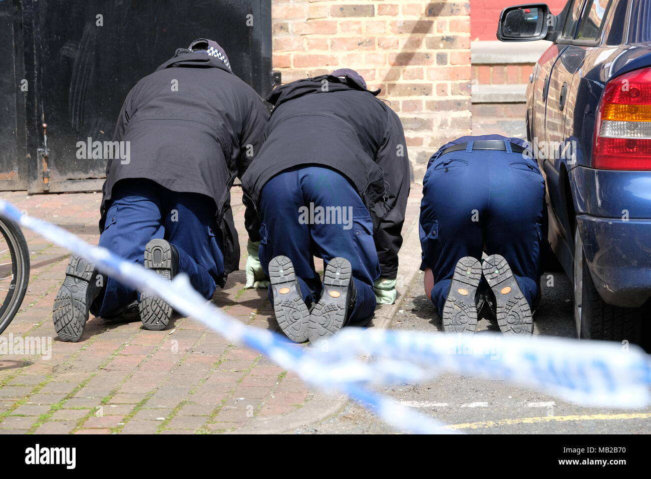 Vauxhall, UK. 6th April 2018. Police carry out investigation at site of non fatal shooting in Vauxhall. The incident happened in the early hours of 6th april Credit: Rachel Megawhat/Alamy Live News - Stock Image