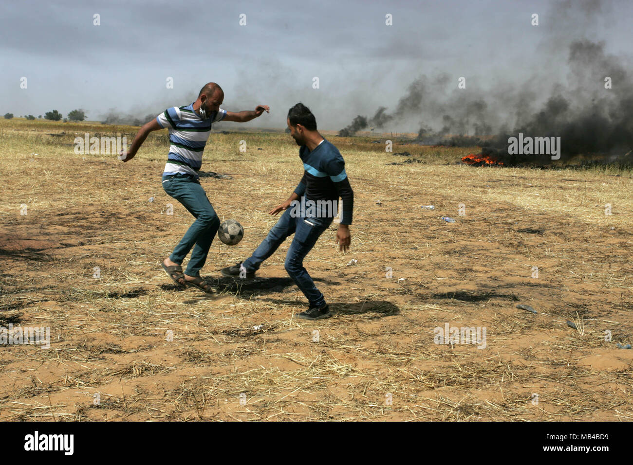 Simple Gaza Eid Al-Fitr 2018 - gaza-palestine-6th-apr-2018-palestinian-youths-playing-football-during-clashes-with-israeli-security-forces-on-the-gaza-israel-border-following-a-protest-east-of-khan-yunis-in-the-southern-gaza-strip-on-april-6-2018-clashes-erupted-on-the-gaza-israel-border-a-week-after-similar-demonstrations-led-to-violence-in-which-israeli-force-killed-19-palestinians-the-bloodiest-day-since-a-2014-war-credit-awakening-photo-agencyalamy-live-news-MB4BD9  Collection_605782 .jpg