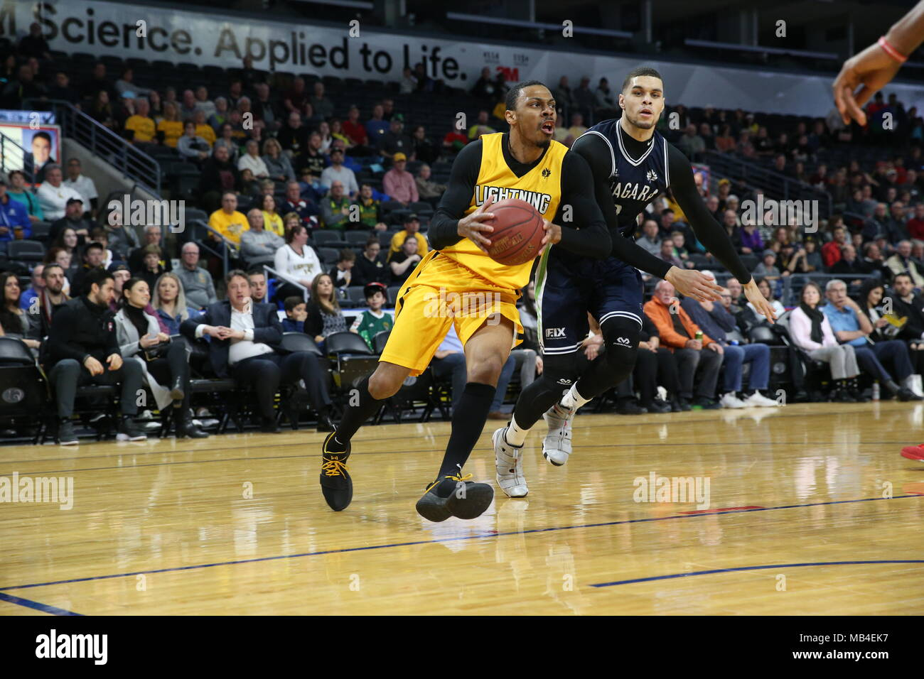 Ontario, Canada.6th April 2018, London, Ontario, Canada.  The London Lightning and the Niagara River Lions battled it out in rough and physical game one of the NBL playoff.  After the game the only hand shake was by the 2 coaches.  London Dominated the game winning 151-115, Doug Herring Jr.(9) and Garrett Williamson(15) both lead the in scoring with 22 points each.   Luke Durda/Alamy Live News Credit: Luke Durda/Alamy Live News - Stock Image