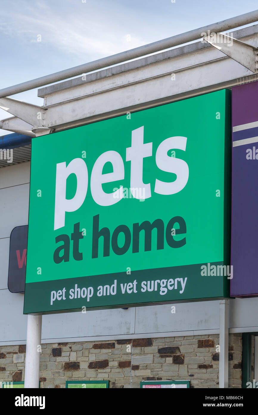 Exterior of the Pets at Home store / outlet at Bodmin, at the Bodmin Retail Estate. - Stock Image
