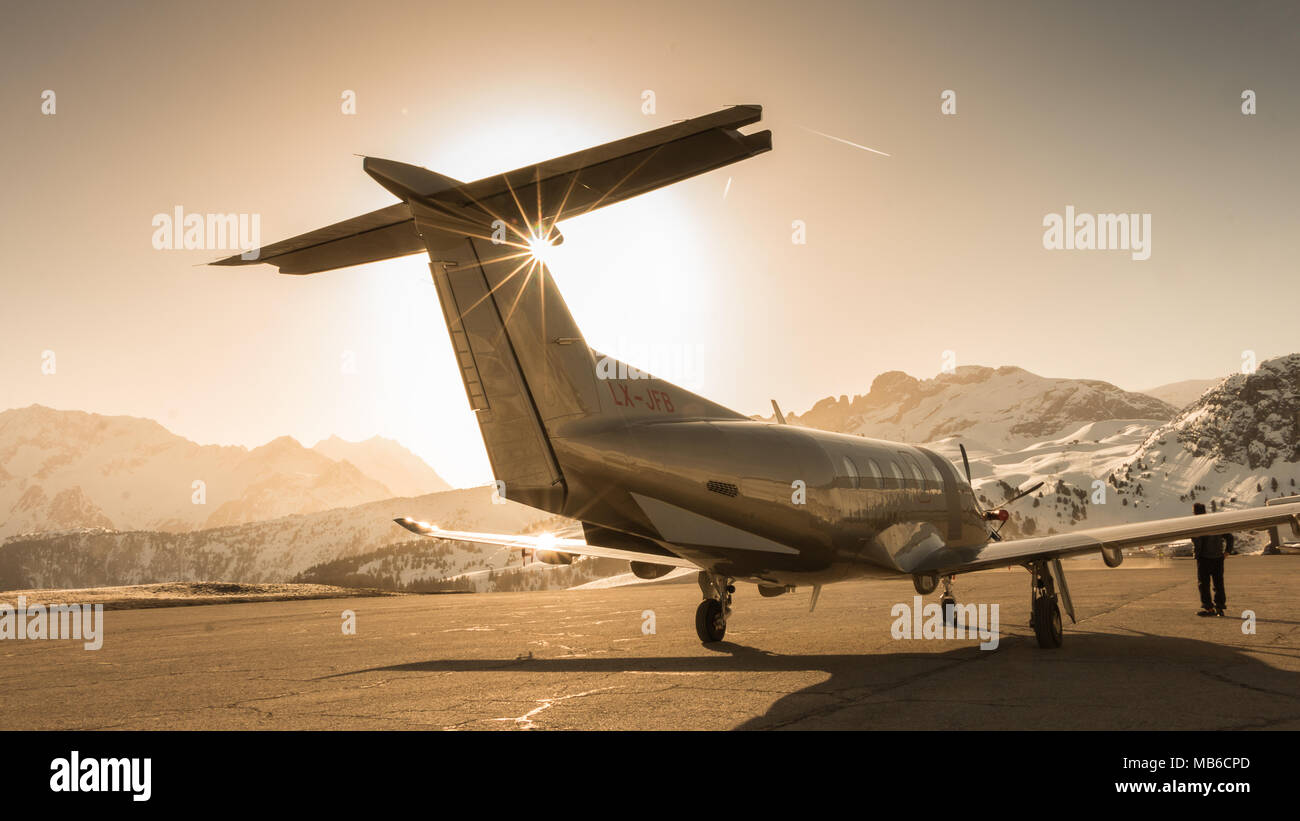 Golden Light over a Pilatus PC-12 airplane in Courchevel airport in the alps of France - Stock Image