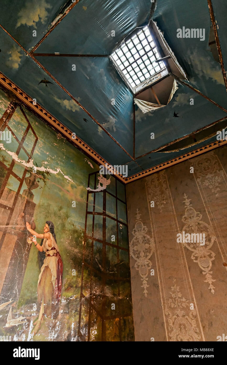 The painting of the Nymph llamada La Bathroom, painted in 1891 by N. González in the fading Hacienda de Jaral de Berrio in Jaral de Berrios, Guanajuato, Mexico. The abandoned Jaral de Berrio hacienda was once the largest in Mexico and housed over 6,000 people on the property and is credited with creating Mescal. - Stock Image