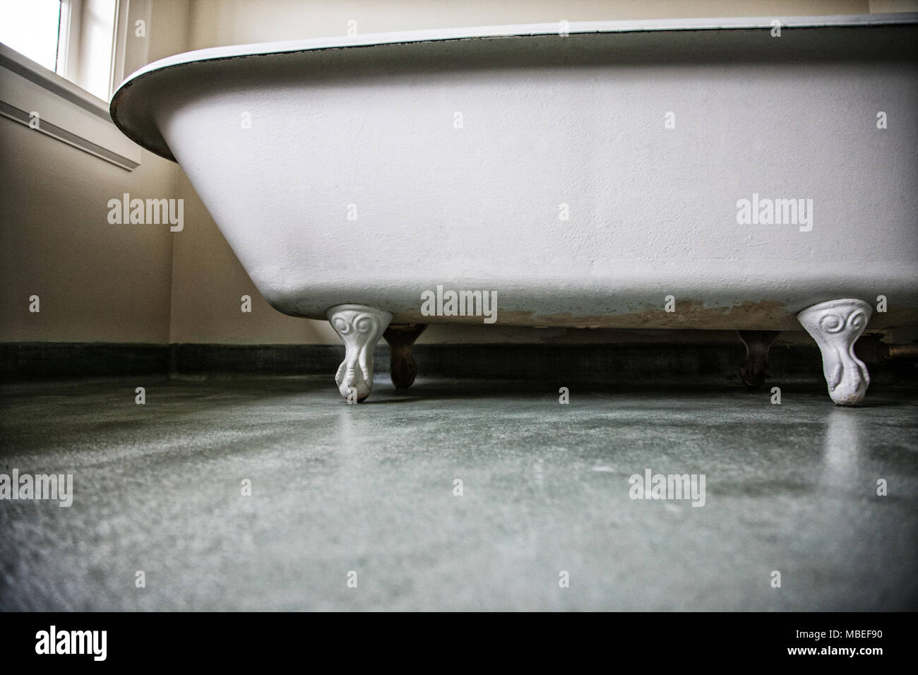 Claw foot bath tub in a remodeled home Stock Photo: 179184236 - Alamy