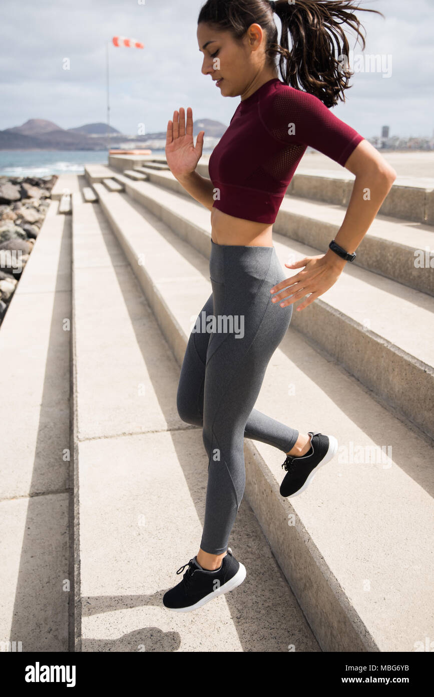 113351acc Female Running Shirts - DREAMWORKS