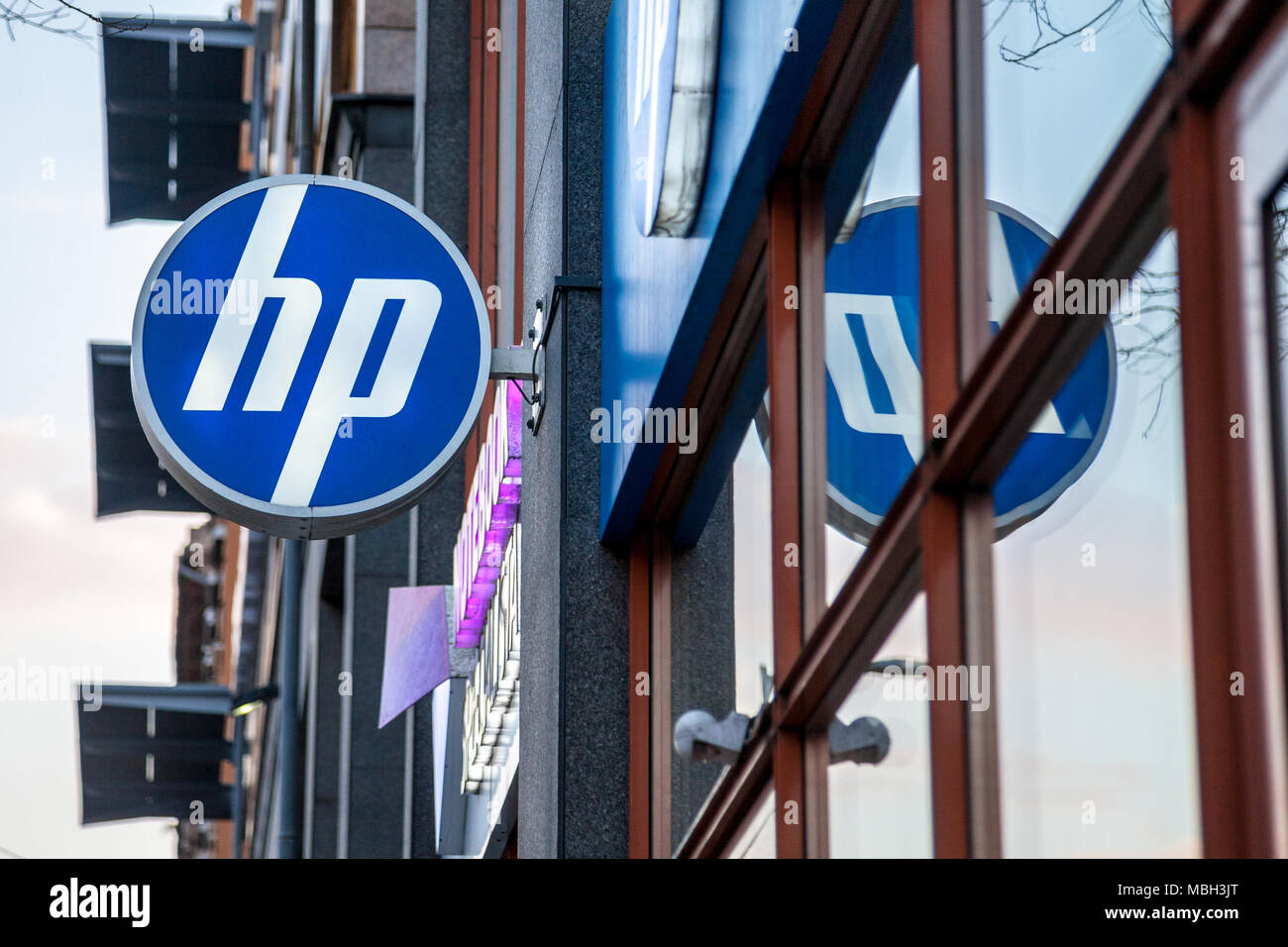 BUDAPEST, HUNGARY - APRIL 6, 2018: HP logo on their main shop for Hungary during the evening. Hewlett Packard is one of the main computer manufacturer - Stock Image