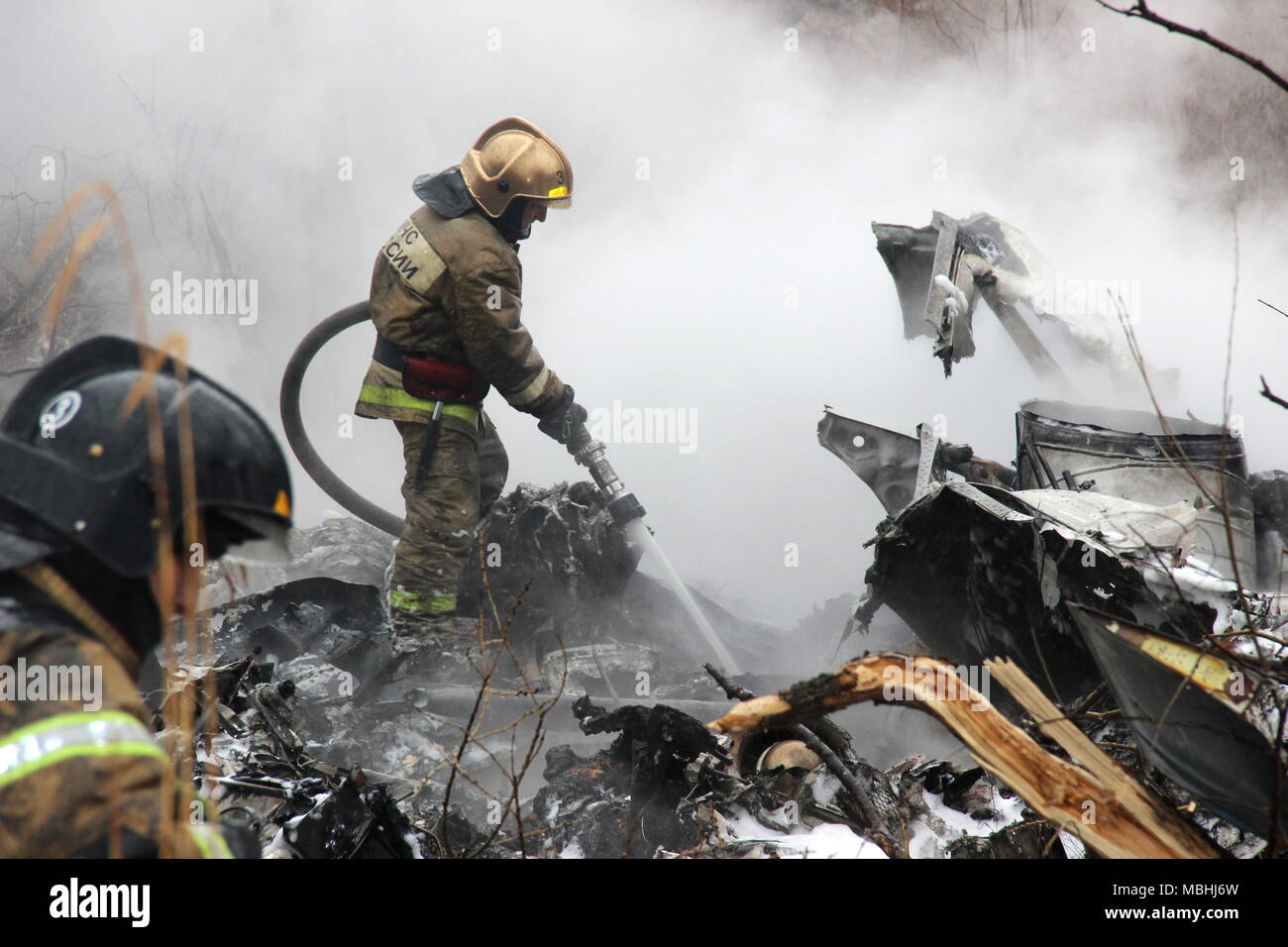 Khabarovsk, Russia. 11th Apr, 2018. KHABAROVSK, RUSSIA - APRIL 11, 2018: Emercom workers at the site of a crash of a civilian Mil Mi-8 helicopter of the Vostok airline; all six people onboard have died in the crash. Press Office of the Khabarovsk Territory branch of the Russian Emergency Situations Ministry/TASS Credit: ITAR-TASS News Agency/Alamy Live News - Stock Image