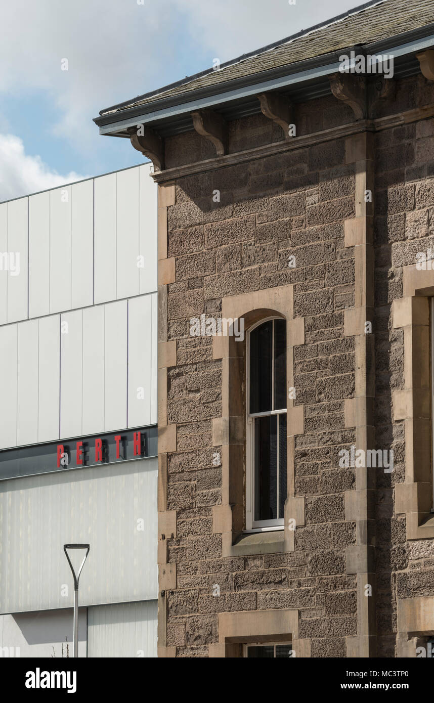 Contrasting Perth architecture of the Victorian Pullars dyeworks and contemporary theatre extension building, Scotland, UK. - Stock Image