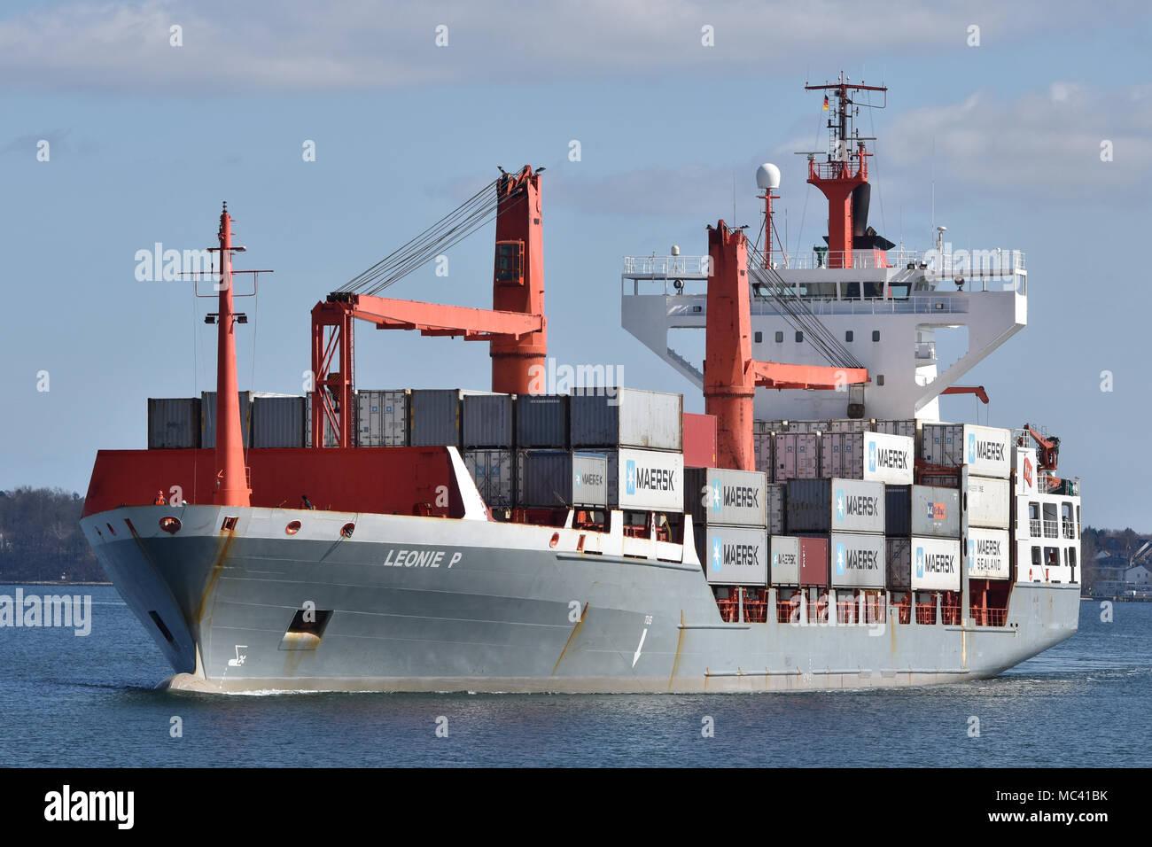 Feedervessel Leonie P entering the Holtenau locks (Kiel Canal) - Stock Image