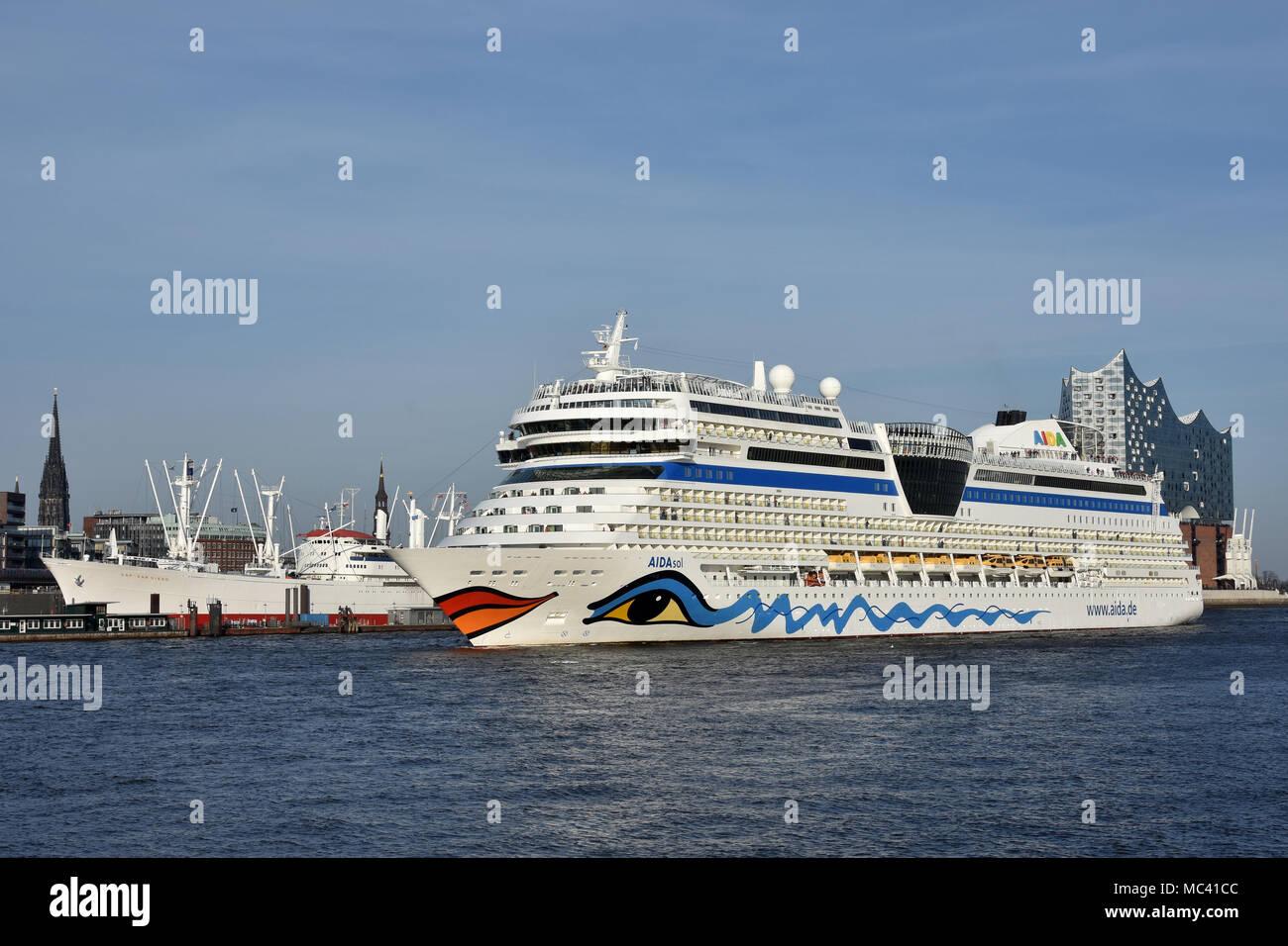 AIDAsol passing Hamburg skyline (Cap San Diego, Elbphilharmonie) - Stock Image