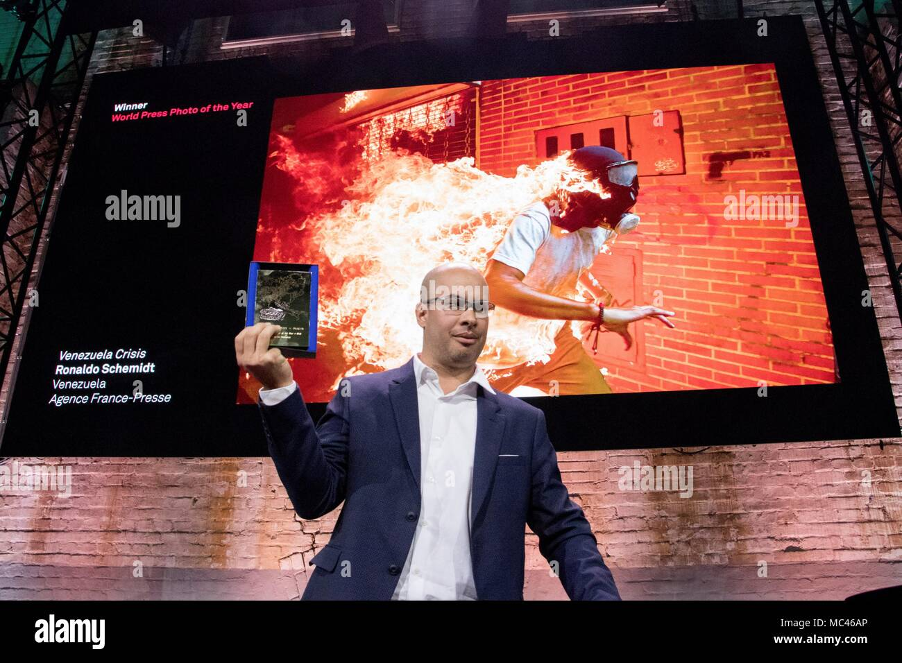 Amsterdam, Holanda. 12th Apr, 2018. Venezuelan photojournalist Ronaldo Schemidt (R) after winning the World Press Photo award in Amsterdam, Netherlands, 12 April 2018. The winning picture portraits Jose Victor Salazar, a Venezuelan opposition protestor accidentally burnt during clashes past 03 May 2017 in Caracas. Credit: David Morales Urbaneja/EFE/Alamy Live News - Stock Image