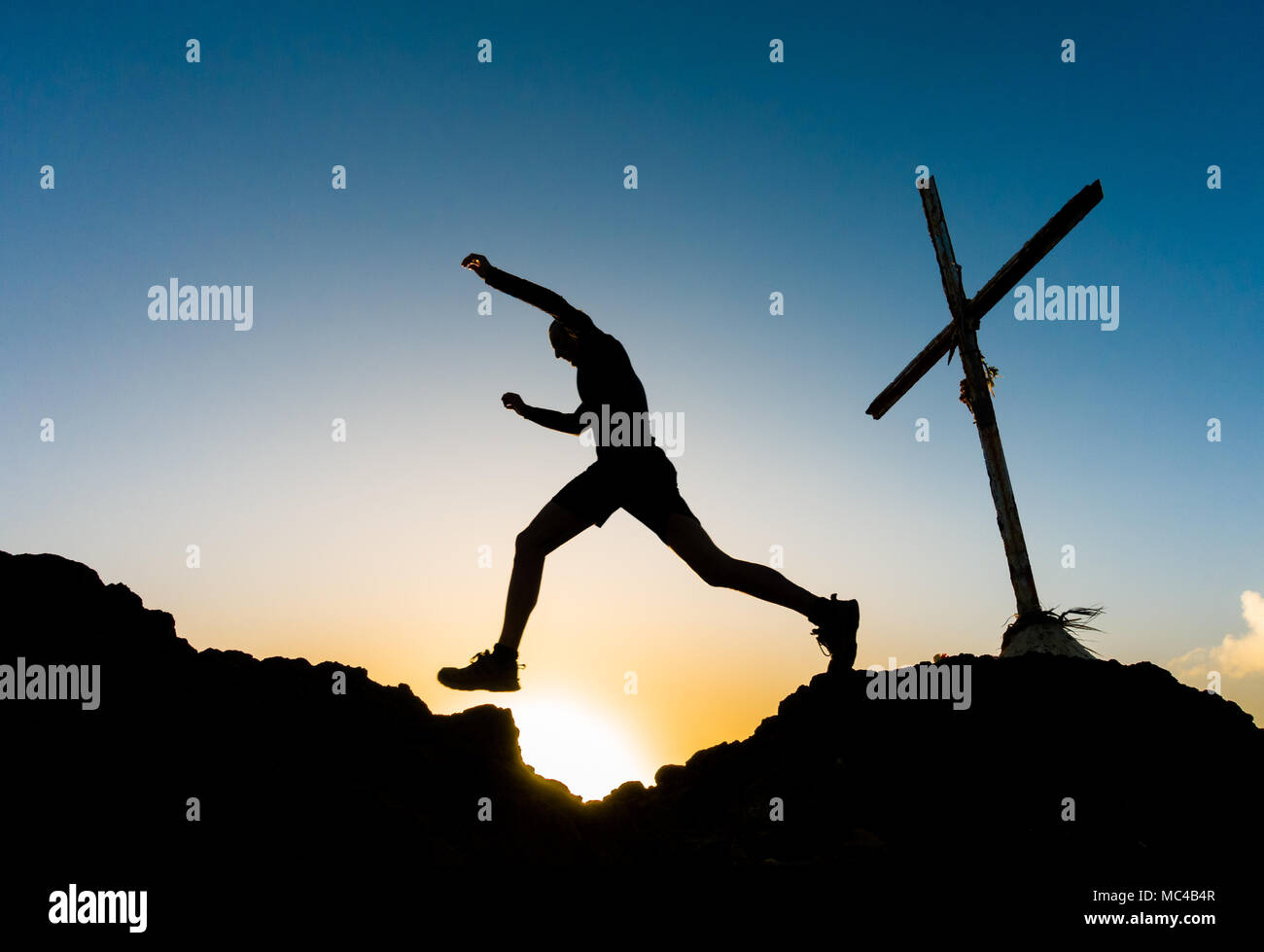 Gran Canaria, Canary Islands, Spain. 13th April, 2018. weather: A trail runner on mountain summit at sunrise on a glorious Friday the 13th on Gran Canaria. Credit: ALAN DAWSON/Alamy Live News - Stock Image