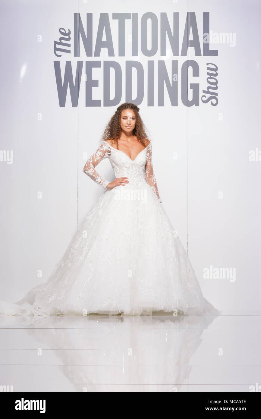 Erfreut Erschwingliche Brautkleider London Zeitgenössisch ...