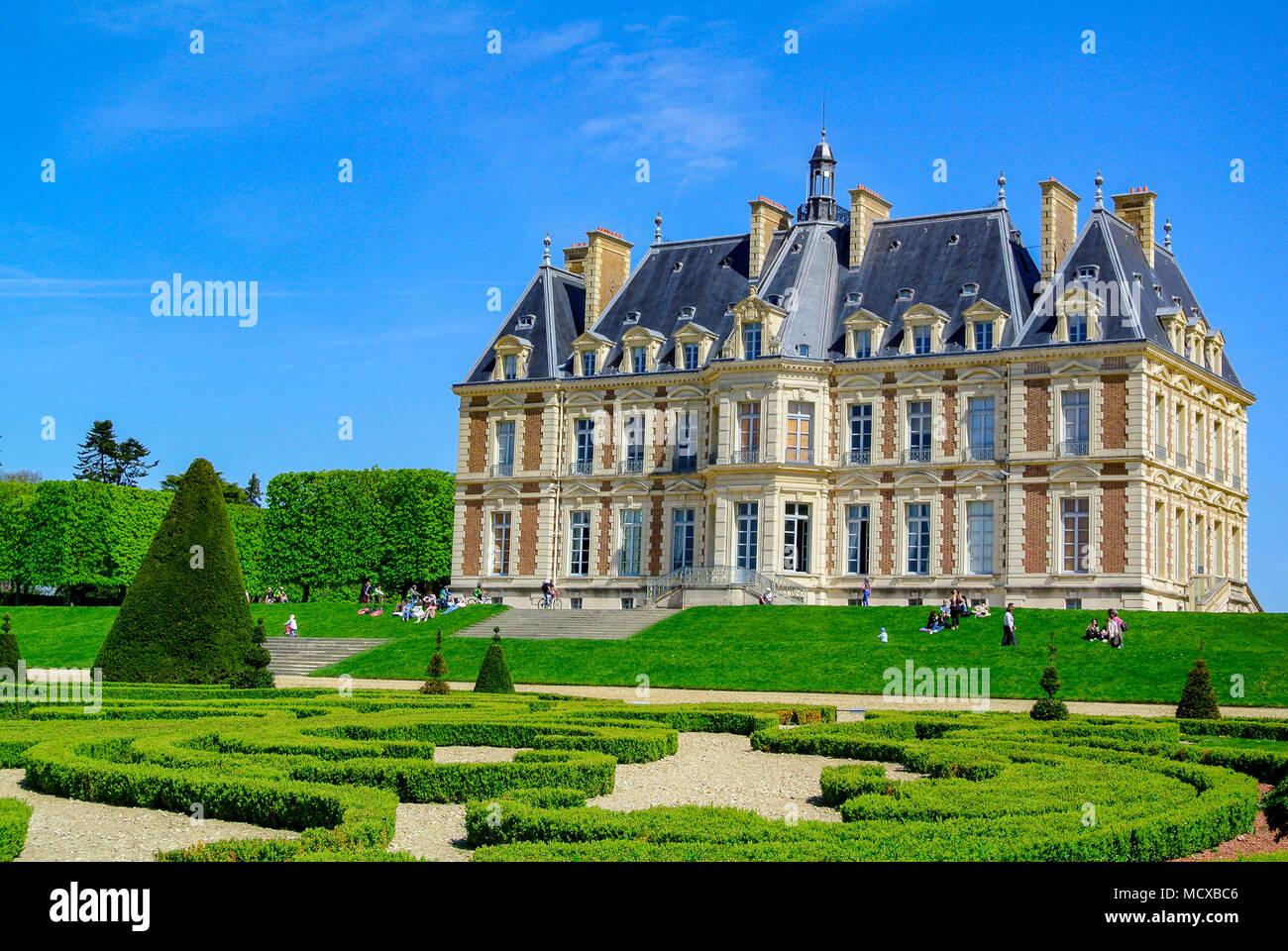chateau-de-sceux-a-castle-inside-parc-de-sceaux-haut-de-seine-france-MCXBC6.jpg