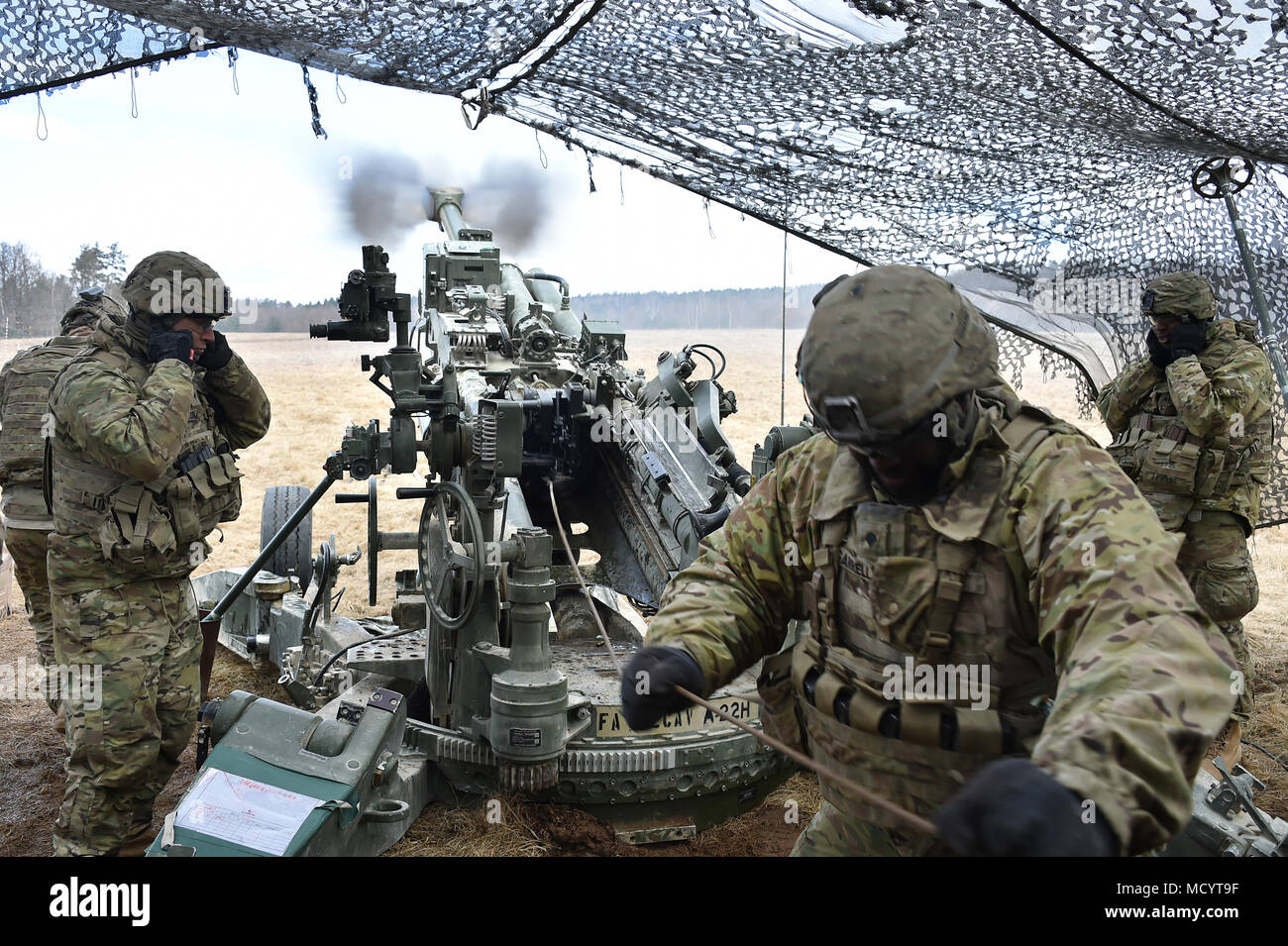 u s army soldiers with archer battery field artillery regiment 2d rh alamy com