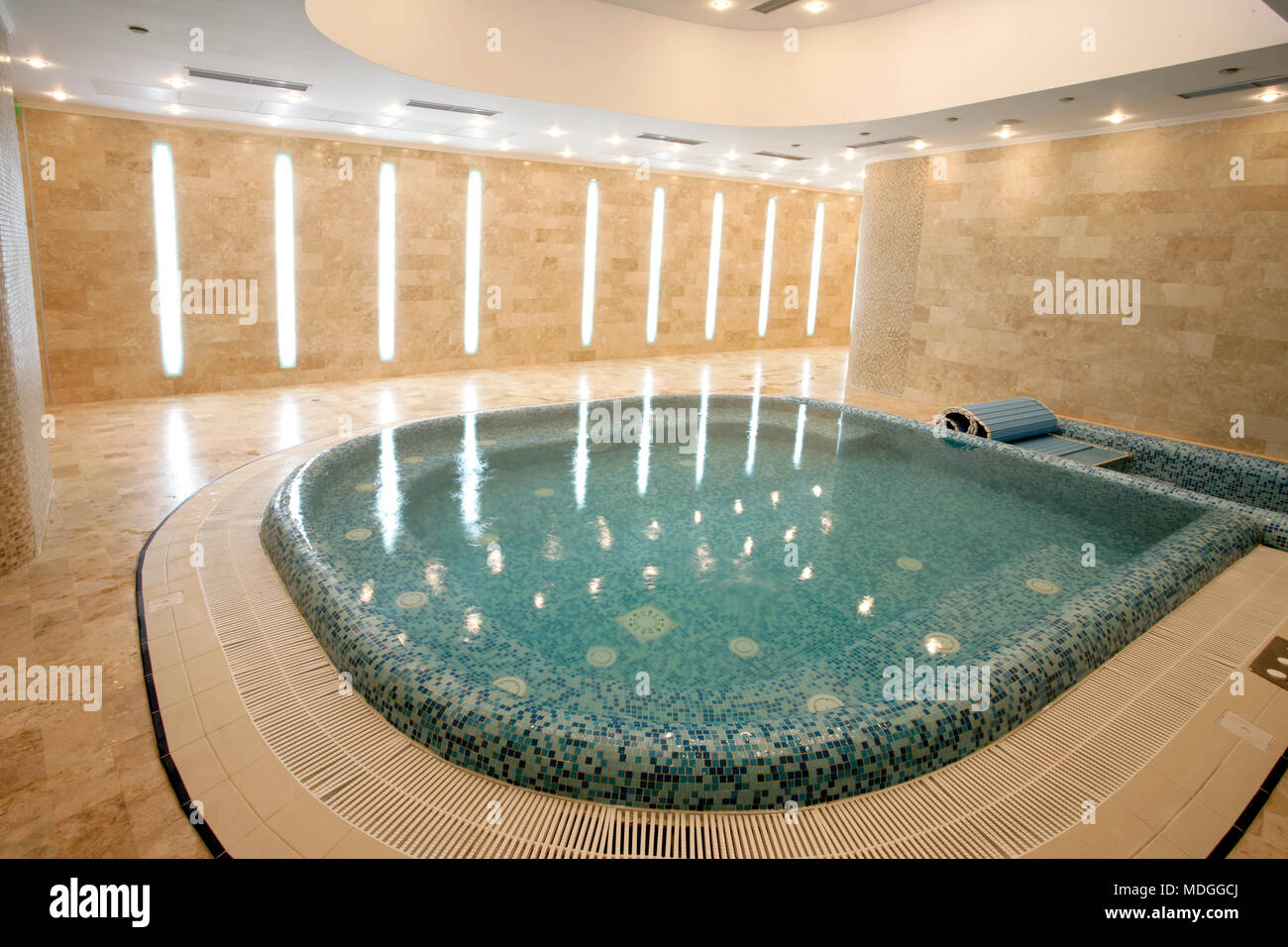 Jacuzzi pool in a modern hotel Stock Photo: 180458338 - Alamy