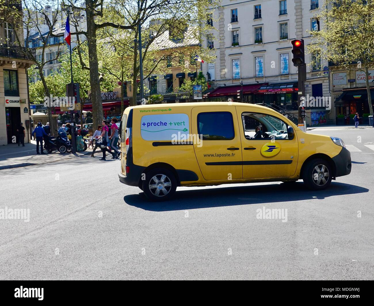 french-postal-service-electric-delivery-