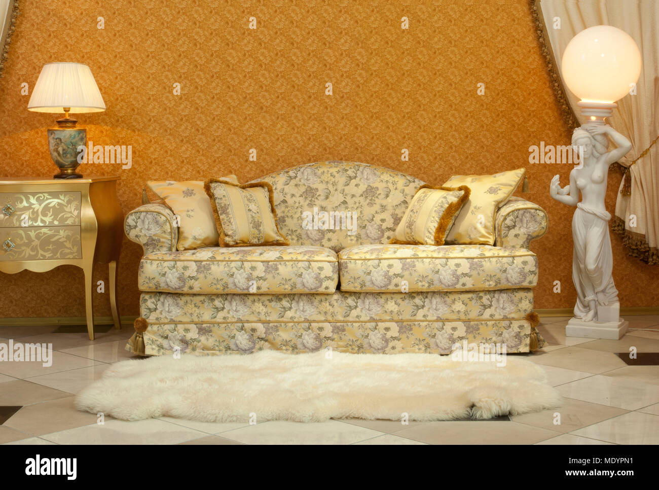 Empty Interior Living Room Background In Warm Colors Decorated With Classic Luxury  Furniture Sofa, Fur On The Floor And Lamps