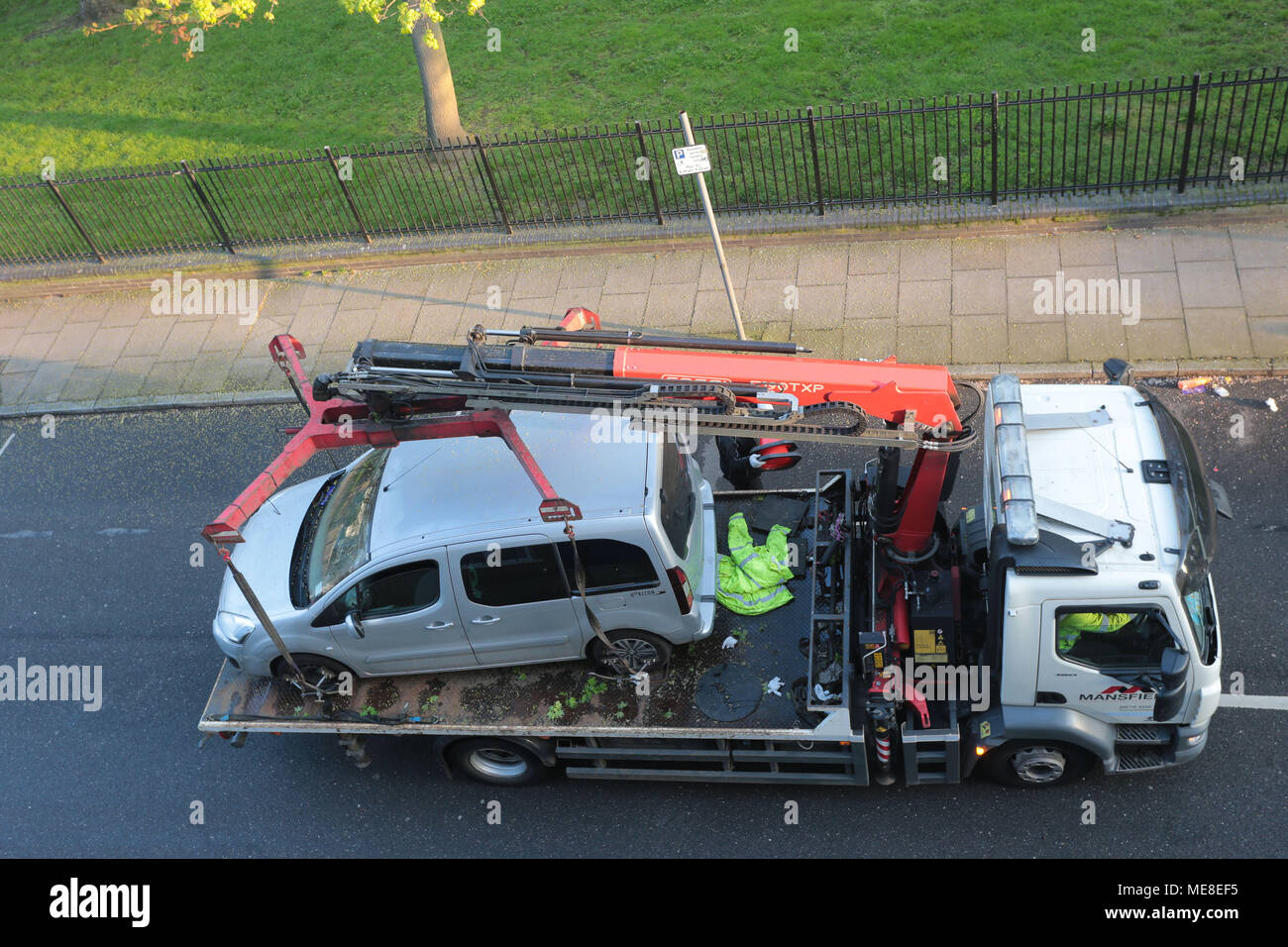 Tow Truck Uk Stock Photos & Tow Truck Uk Stock Images - Alamy