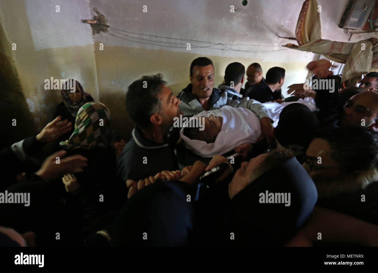 Fantastic Gaza Eid Al-Fitr 2018 - khan-yunis-gaza-strip-palestinian-territory-23rd-apr-2018-relatives-of-a-palestinian-deaf-tahreer-wahba-18-who-was-died-from-his-injuries-after-being-shot-in-the-head-by-israeli-security-forces-during-clashes-on-april-6-mourn-over-his-body-during-his-funeral-in-khan-yunis-in-the-southern-gaza-strip-on-april-23-2018-credit-ashraf-amraapa-imageszuma-wirealamy-live-news-METNRX  Perfect Image Reference_26939 .jpg