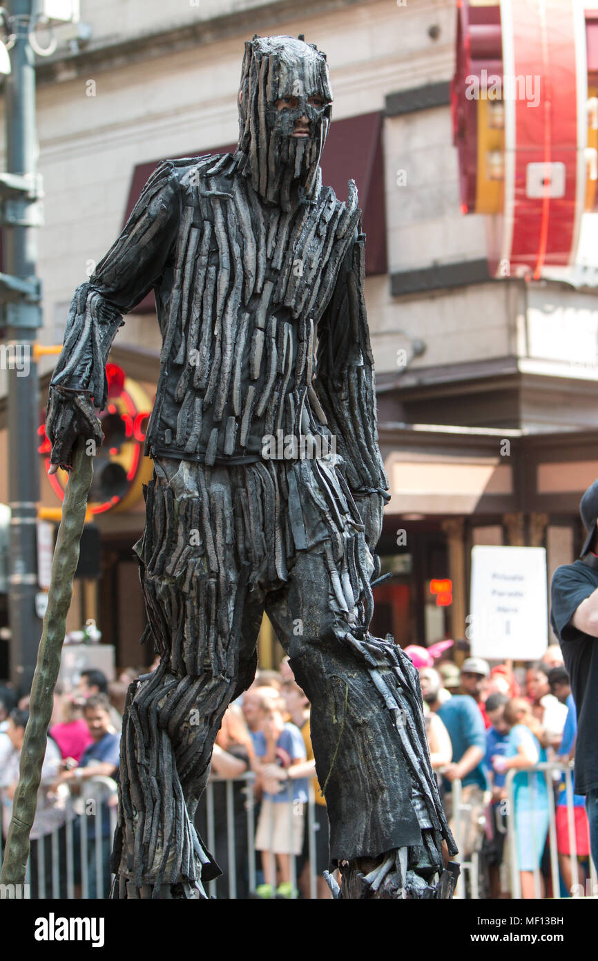 A man dressed like a giant tree from the Lord of the Rings trilogy, walks in the annual Dragon Con Parade on September 5, 2015 in Atlanta, GA. - Stock Image