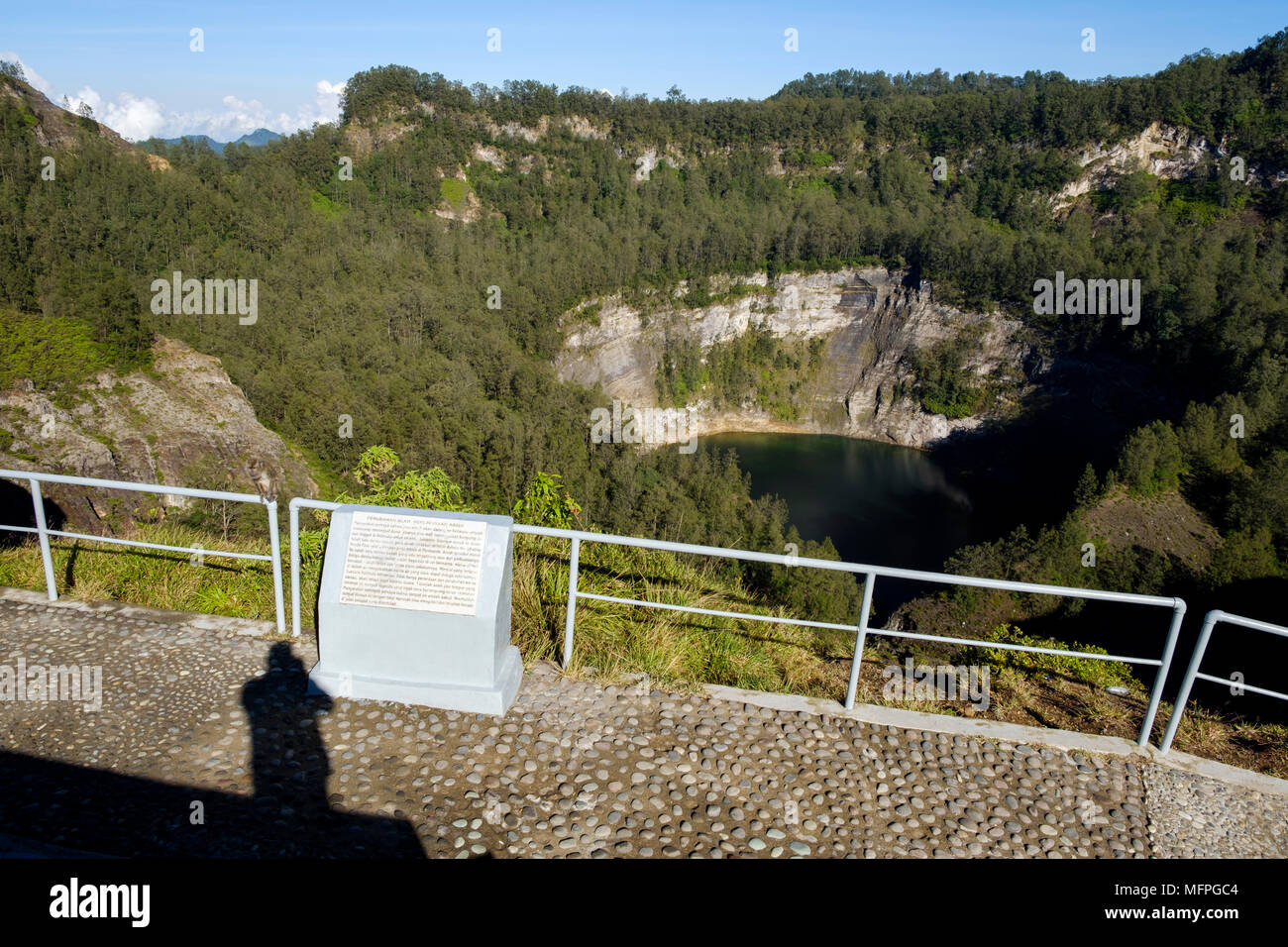 Danau Abutu, the most western of the three coloured crater lakes at Mount Kelimutu, Ende Regency, Flores Island, Indonesia. - Stock Image