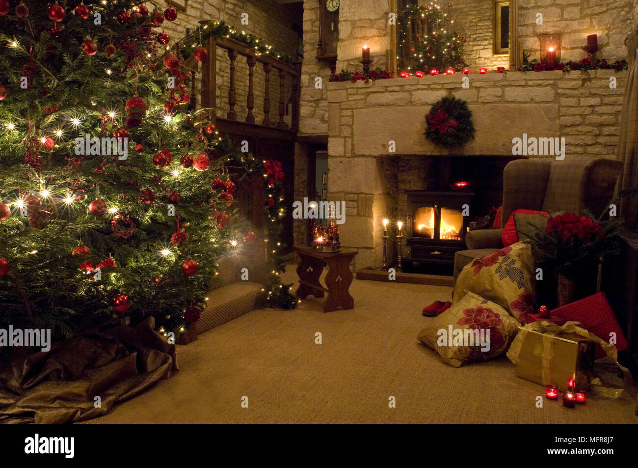 decorated christmas tree in country style sitting room - Country Style Christmas Decorations